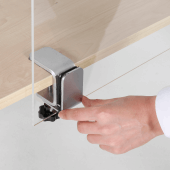 Simply slide your screen into the desk clamp