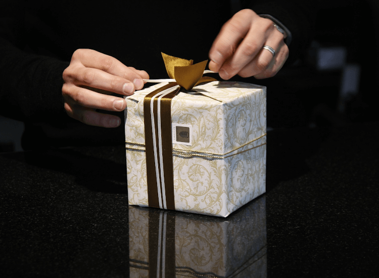 offer a gift wrapping service