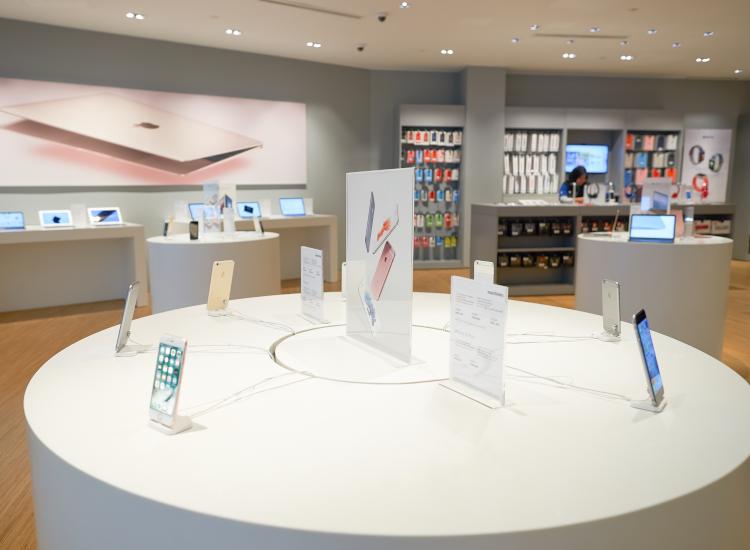 retail displays in store